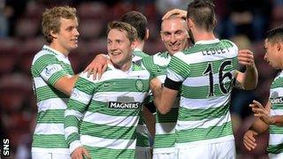 Kris Commons celebrates with Celtic team-mates