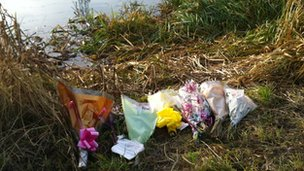 Tributes to Keith Pettitt at accident scene on River Nene