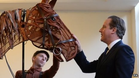 The PM met Matthew Forbes with the 'War Horse' from the West End Show at the Shanghai Exhibition Centre