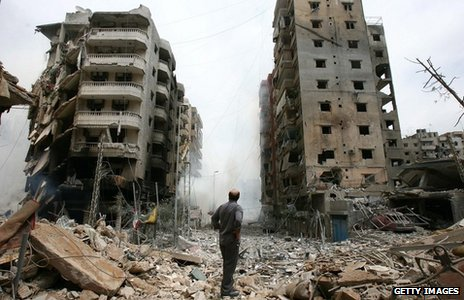 A man inspects the aftermath of Israeli bombardment of southern Beirut (21 July 2006)