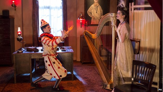 Clown and harpist