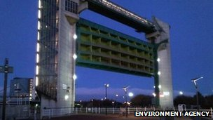 Tidal surge barrier in Hull
