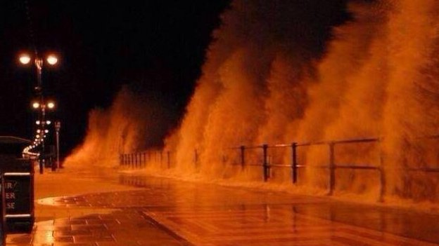 Waves at Cleethorpes