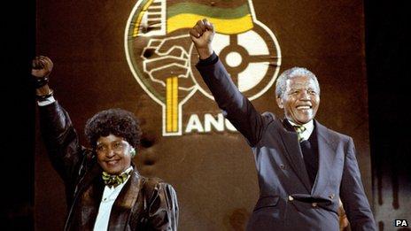 Winnie Mandela and Nelson Mandela at Wembley tribute concert on 17 April 1990