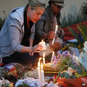 Women light candles in Johannesburg. Photo: 6 December 2013