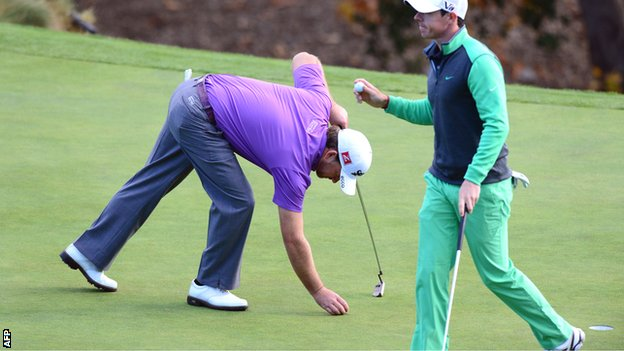Graeme McDowell and Rory McIlroy at the 18th green