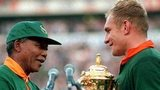 South African President Nelson Mandela (L) presents the William Webb Ellis Cup to Springbok captain Francois Pienaar