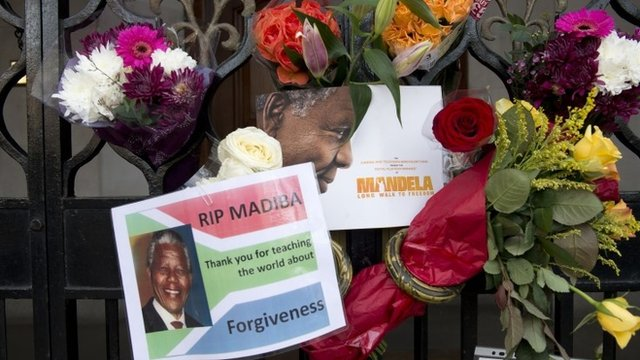 Tributes to Nelson Mandela in London