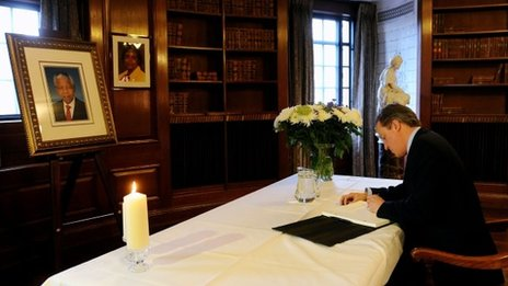 David Cameron signs Mandela condolence book