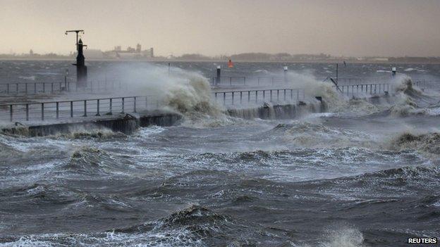 Emden - tidal surge, 6 Dec 13