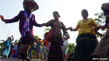 Traditional Sulawesi dancing