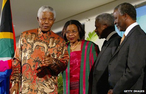Mandela in batik, with his wife, Graca Machel, Thabo Mbeki and Kofi Annan in 2012
