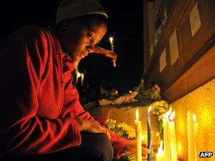 Mourners light candles in remembrance of the late former South African President Nelson Mandela outside the Union Buildings, in Pretoria