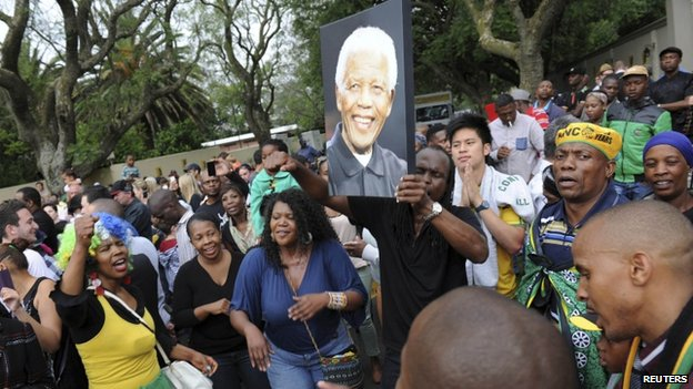"Mourners gather outside former President Nelson Mandela""s house in Houghton, Johannesburg, on 6 December, 2013"