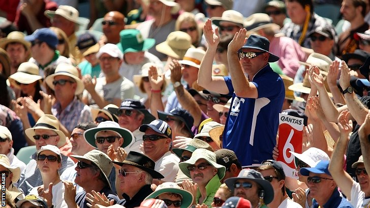Fans enjoy Ian Bell's attacking start
