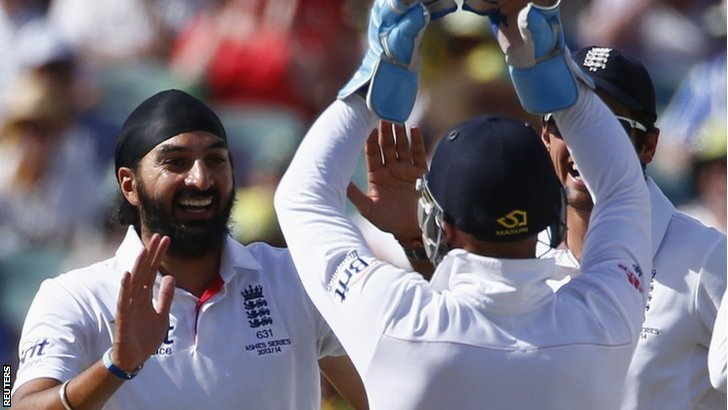 Monty Panesar receives congratulations from his team-mates