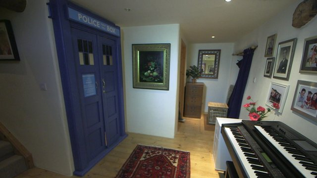 VIDEO: Selling the house with the Who loo...