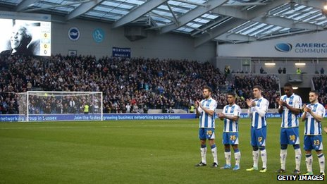 Brighton players and fans pay tribute to Nelson Mandela on 7 December 2013