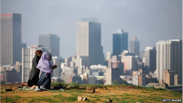 Women pray above Johannesburg (8 Dec 2013)