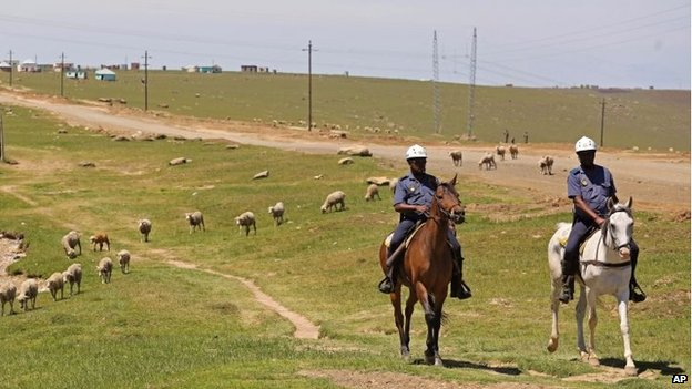 Security on patrol in Qunu (8 Dec 2013)
