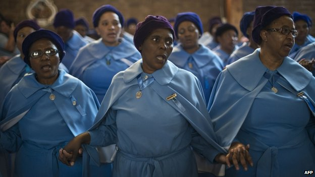 Women pray in Soweto (8 Dec)