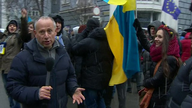 Ukraine protesters maintain blockade