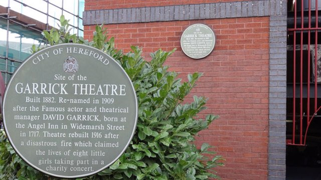 Memorial plaque to the victims of a fire at The Garrick Theatre in 1916
