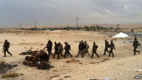 Syrian pro-government forces patrol near Nabak (3 December 2013)