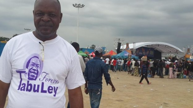 A Tabu Ley fan in a Tabu Ley T-shirt