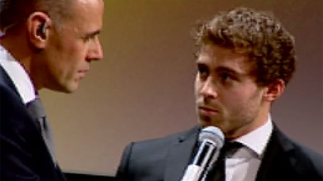 Leigh Halfpenny receives award
