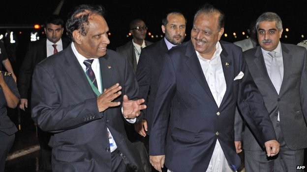 Pakistani President Mamnoon Hussain (C) arrives at Waterkloof Airforce Base in Pretoria on December 9, 2013