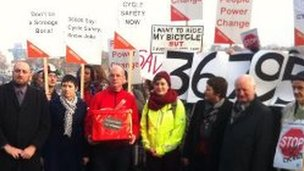Cyclists hand in petition
