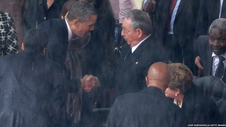 US President Barack Obama (L) shakes hands with Cuban President Raul Castro, 10 Dec