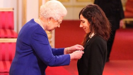 The Queens appoints Polly Harvey an MBE