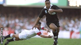 Jonah Lomu in full flight against England at the 1995 Rugby World Cup