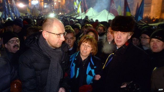 EU foreign policy chief Catherine Ashton (centre) visits Kiev's Independence Square - the Maidan. Photo: 10 December 2013