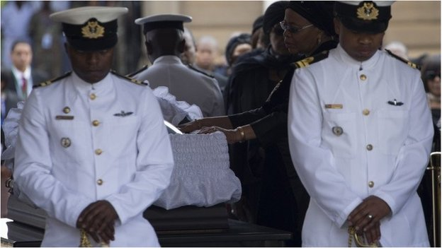 Nelson Mandela's widow Graca Machel bids farewell to South African former president Nelson Mandela lying in state at the Union Buildings in Pretoria on December 11