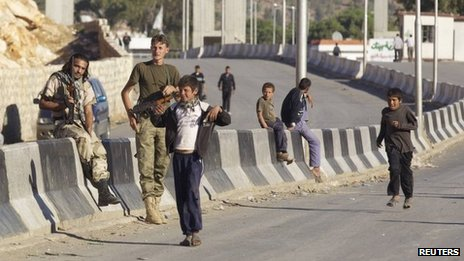 FSA fighters and civilians at the Bab al-Hawa border crossing with Turkey (file)