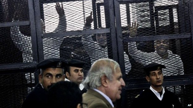 Muslim Brotherhood leaders in the dock at a courtroom in Cairo (11 December 2013)