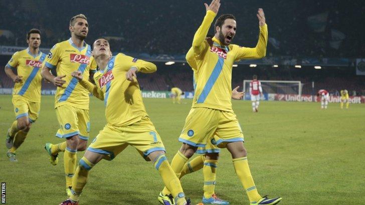 Napoli celebrate Gonzalo Higuain's goal