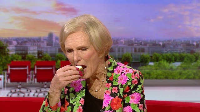 Mary Berry tests Louise's baking