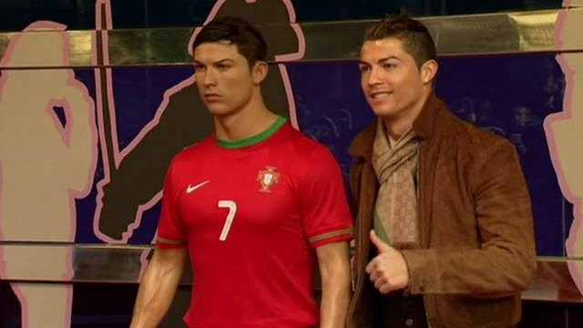 Cristiano Ronaldo gives his waxwork the thumbs up