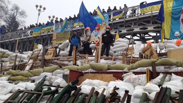 Protest barricades in Independence Square (12 Dec 2013)