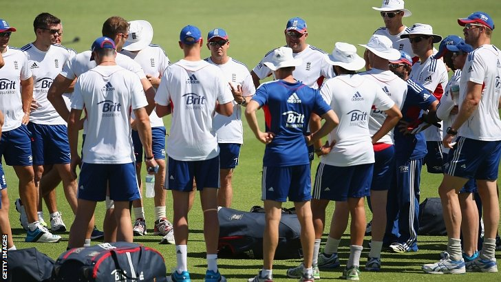 Andy Flower address his squad at the Waca