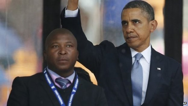 Thamsanqa Jantjie next to US President Barack Obama