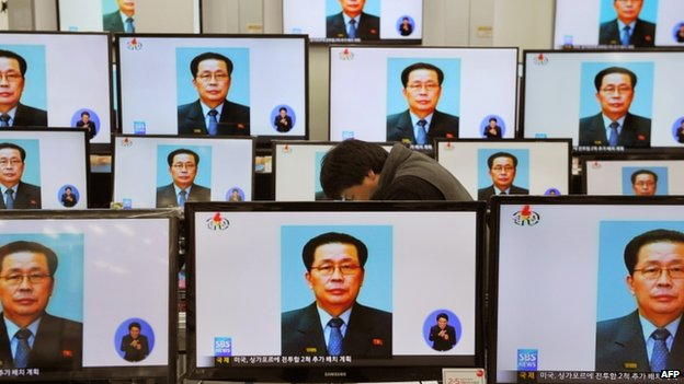 Television monitors displayed at the Yongsan electronic market shows the news of Chang Song-thaek's execution in Seoul on 13 December 2013
