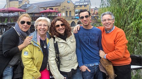 Alberto's family visiting him when he lived in London