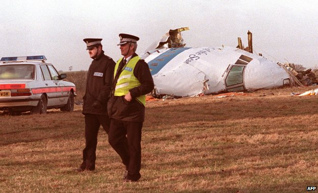 Picture dated 21 December 1988 showing two British policemen walking past wreck of the US-bound Pam Am Boeing 747