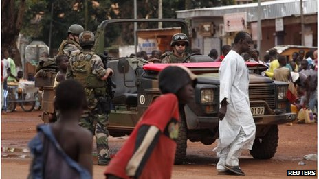 French troops on patrol in Bangui (13 Dec 2013)