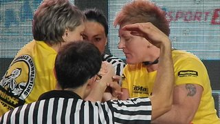 Agy arm-wrestles at World Cup